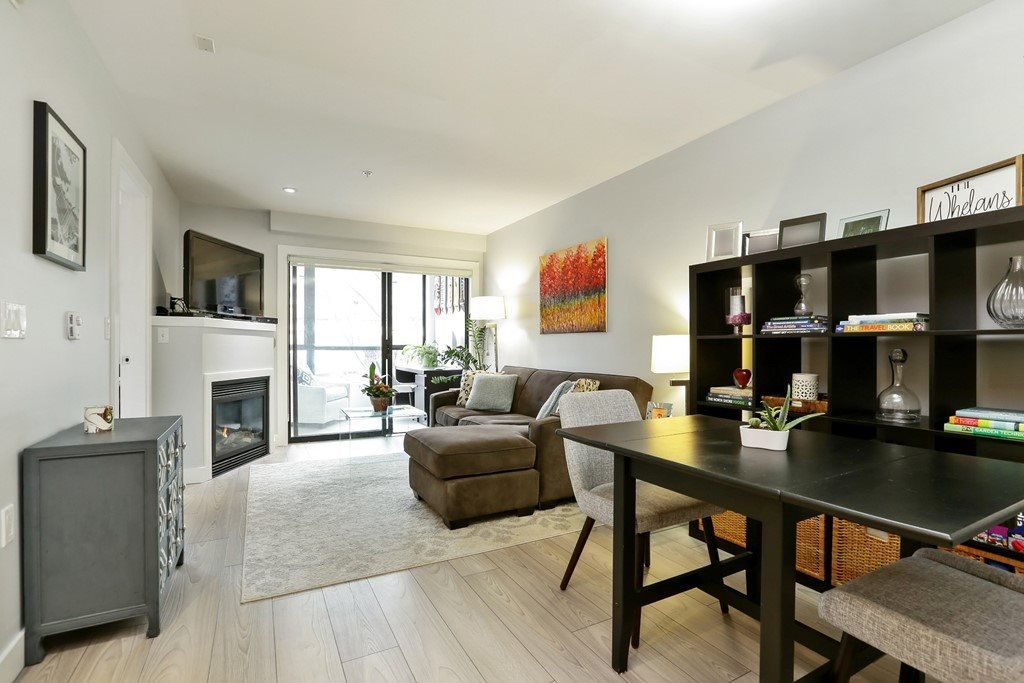 "Main Photo: 204 935 W 16TH Street in North Vancouver: Hamilton Condo for sale in ""GATEWAY"" : MLS®# R2320288"
