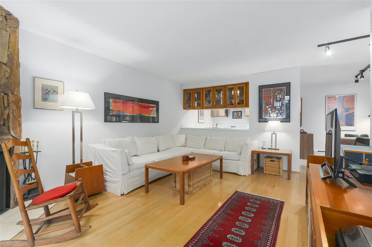 Photo 5: Photos: 1033 W 8TH Avenue in Vancouver: Fairview VW Townhouse for sale (Vancouver West)  : MLS®# R2357973