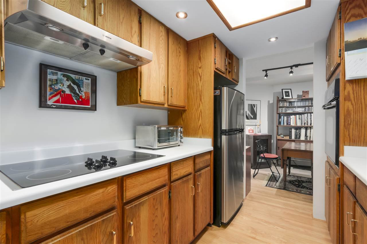 Photo 11: Photos: 1033 W 8TH Avenue in Vancouver: Fairview VW Townhouse for sale (Vancouver West)  : MLS®# R2357973