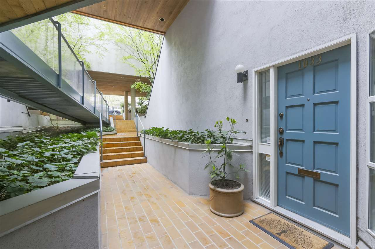 Photo 3: Photos: 1033 W 8TH Avenue in Vancouver: Fairview VW Townhouse for sale (Vancouver West)  : MLS®# R2357973