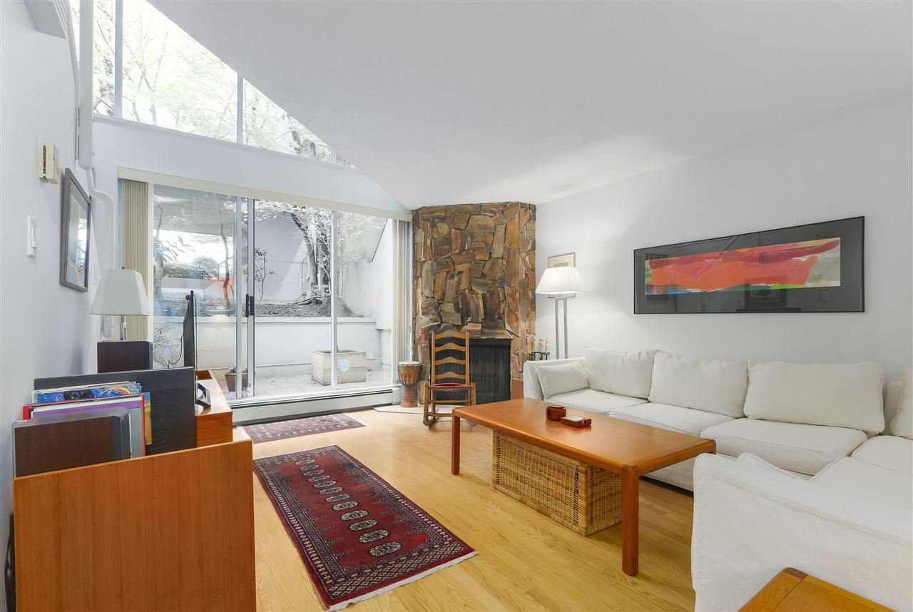Photo 4: Photos: 1033 W 8TH Avenue in Vancouver: Fairview VW Townhouse for sale (Vancouver West)  : MLS®# R2357973