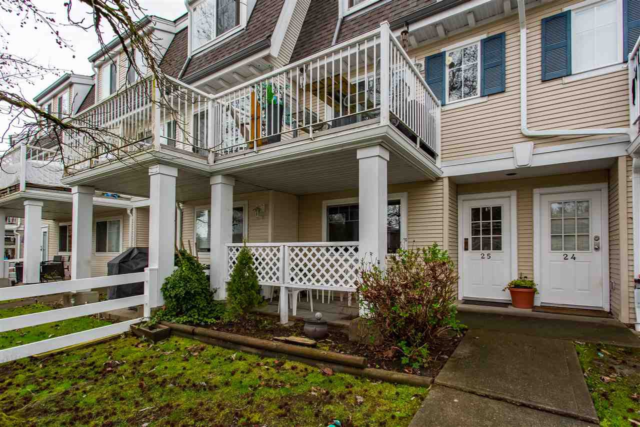 "Main Photo: 25 8930 WALNUT GROVE Drive in Langley: Walnut Grove Townhouse for sale in ""Highland Ridge"" : MLS®# R2382343"