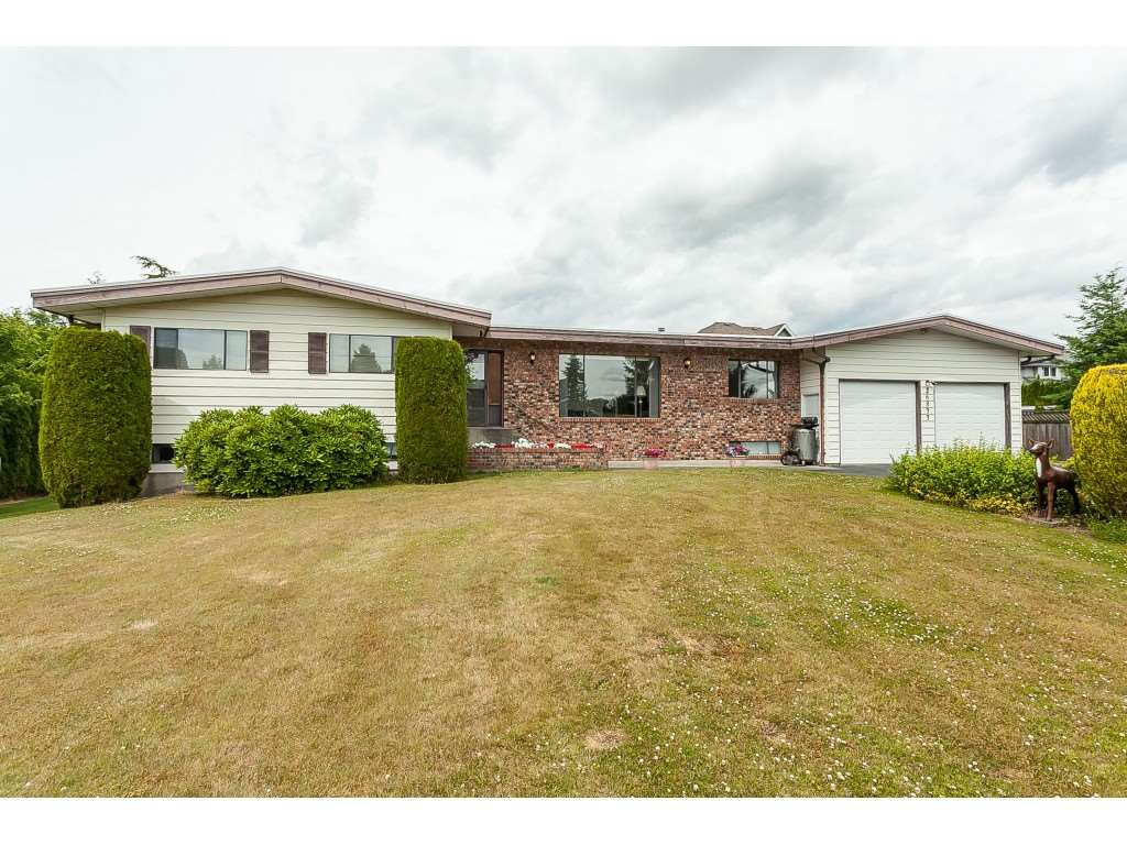 Main Photo: 26833 25 Avenue in Langley: Aldergrove Langley House for sale : MLS®# R2382975