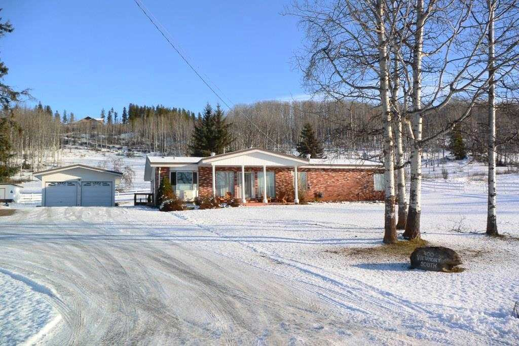 """Main Photo: 400 S VIEWMOUNT Road in Smithers: Smithers - Rural House for sale in """"VIEWMOUNT AREA"""" (Smithers And Area (Zone 54))  : MLS®# R2423279"""