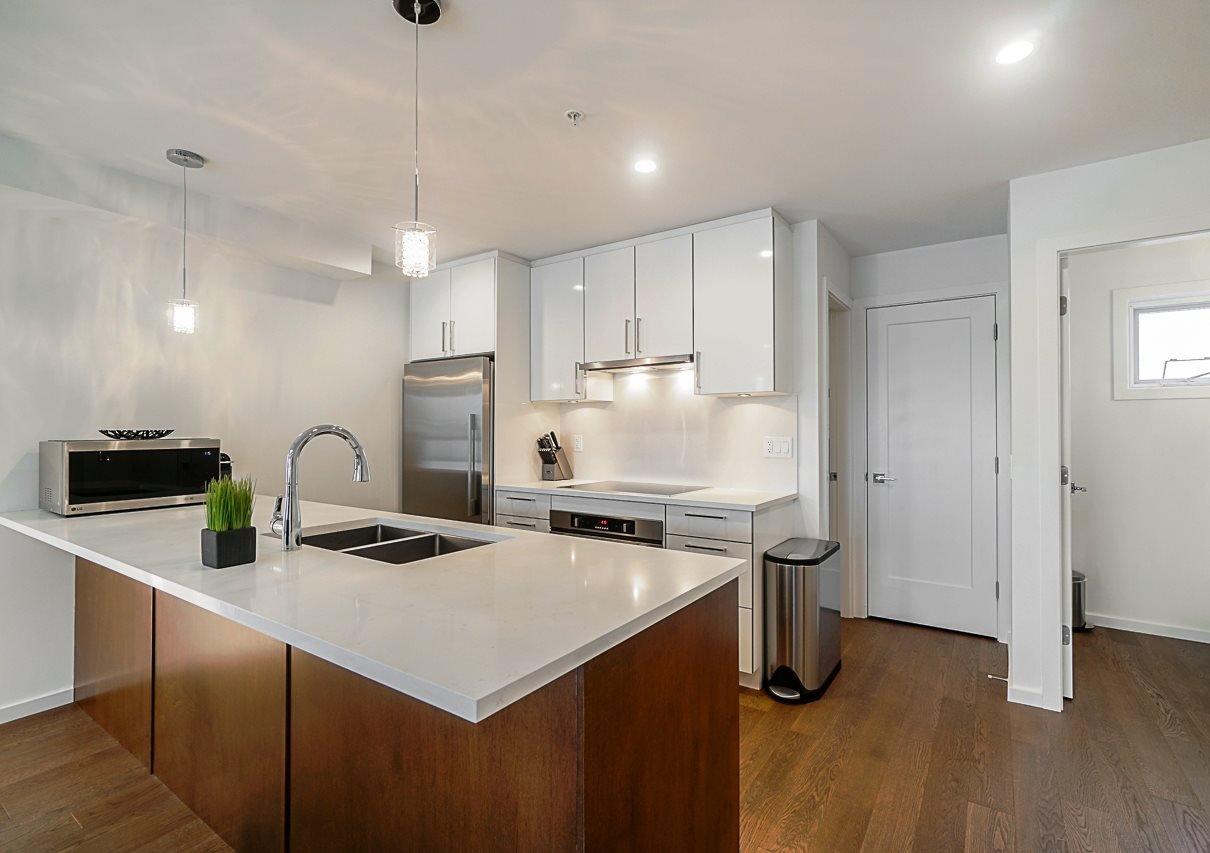 Kitchen ML#R2451594 - 977 W 70TH AVENUE, Vancouver, BC ??? Marpole area very convenient location.