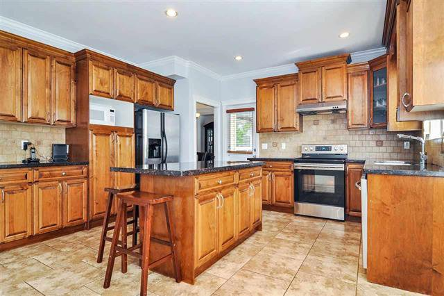 Photo 5: Photos: 7304 202 Street in Surrey: Willoughby Heights House for sale (Langley)  : MLS®# R2497976