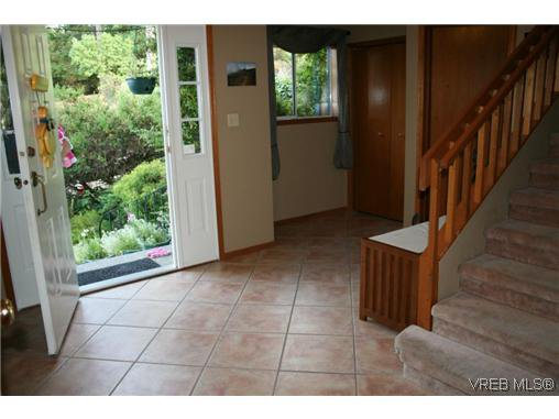 Photo 12: Photos: 106 Sunkist Close in VICTORIA: La Thetis Heights Residential for sale (Langford)  : MLS®# 313137