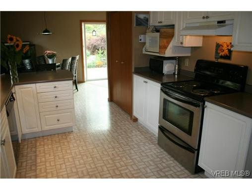 Photo 4: Photos: 106 Sunkist Close in VICTORIA: La Thetis Heights Residential for sale (Langford)  : MLS®# 313137