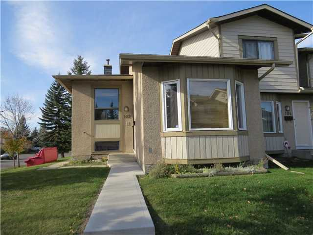 Main Photo: 102 DEERFIELD Terrace SE in Calgary: Deer Ridge Townhouse for sale : MLS®# C3639086