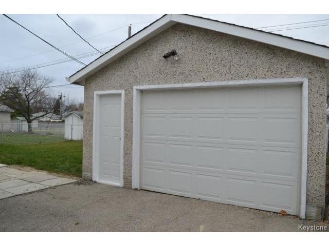 Photo 11: Photos: 863 Autumnwood Drive in WINNIPEG: Windsor Park / Southdale / Island Lakes Residential for sale (South East Winnipeg)  : MLS®# 1427106