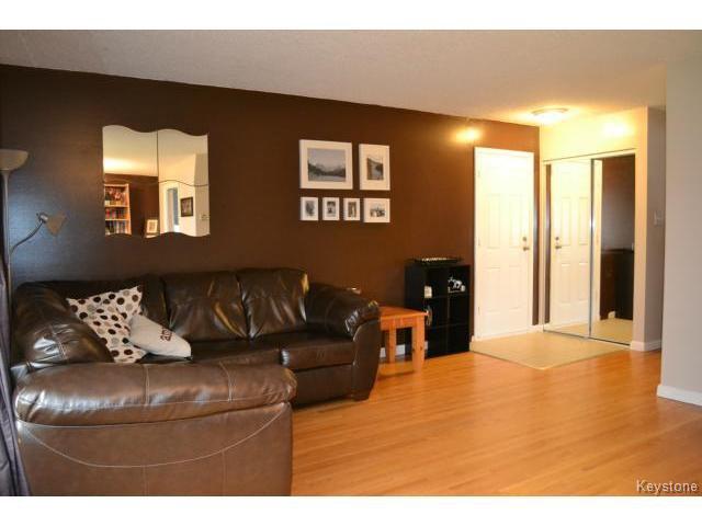Photo 2: Photos: 863 Autumnwood Drive in WINNIPEG: Windsor Park / Southdale / Island Lakes Residential for sale (South East Winnipeg)  : MLS®# 1427106