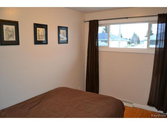 Photo 7: Photos: 863 Autumnwood Drive in WINNIPEG: Windsor Park / Southdale / Island Lakes Residential for sale (South East Winnipeg)  : MLS®# 1427106