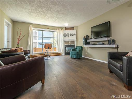 Main Photo: 104 1007 Caledonia Ave in VICTORIA: Vi Central Park Condo for sale (Victoria)  : MLS®# 739752