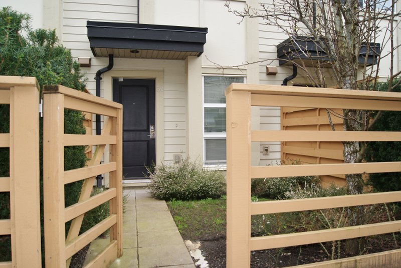 """Main Photo: 30 19477 72A Avenue in Surrey: Clayton Townhouse for sale in """"SUN at 72"""" (Cloverdale)  : MLS®# R2150537"""