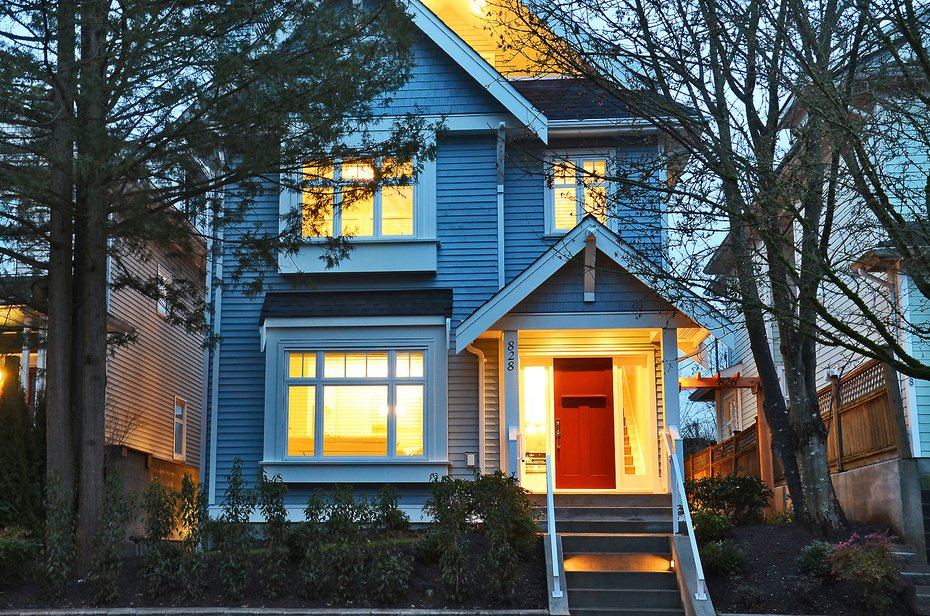 Main Photo: 826 East 14th Avenue in Vancouver: Home for sale : MLS®# V1044825