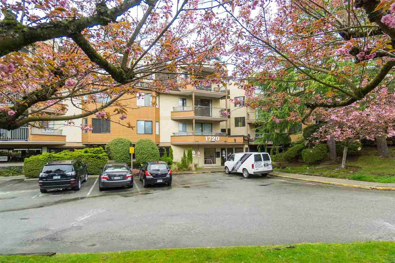 "Main Photo: 209 1720 SOUTHMERE Crescent in Surrey: Sunnyside Park Surrey Condo for sale in ""Capstan Way"" (South Surrey White Rock)  : MLS®# R2384636"
