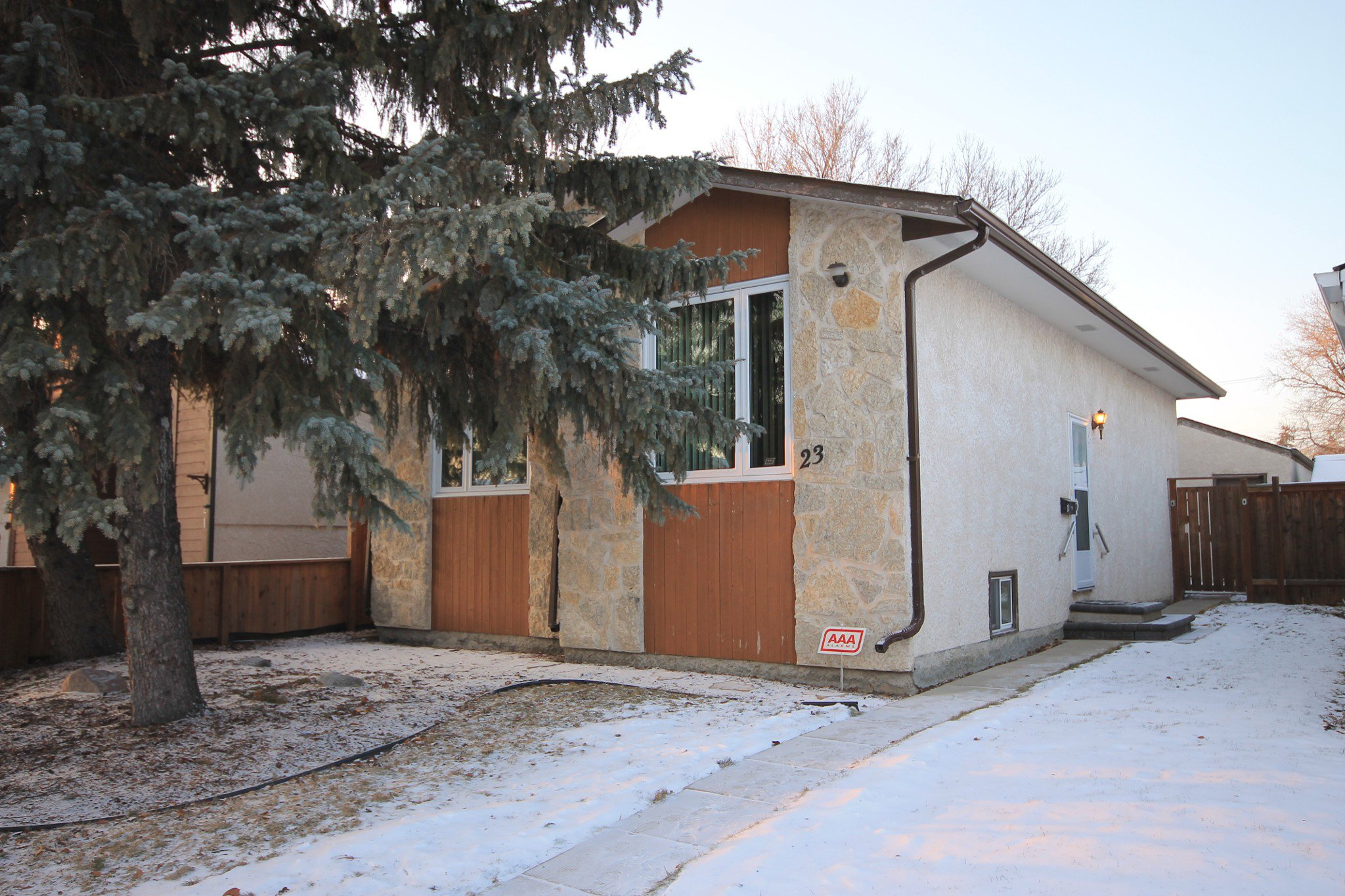 Main Photo: 23 Maralbo Avenue East in Winnipeg: St Vital Residential for sale (2D)  : MLS®# 1932659