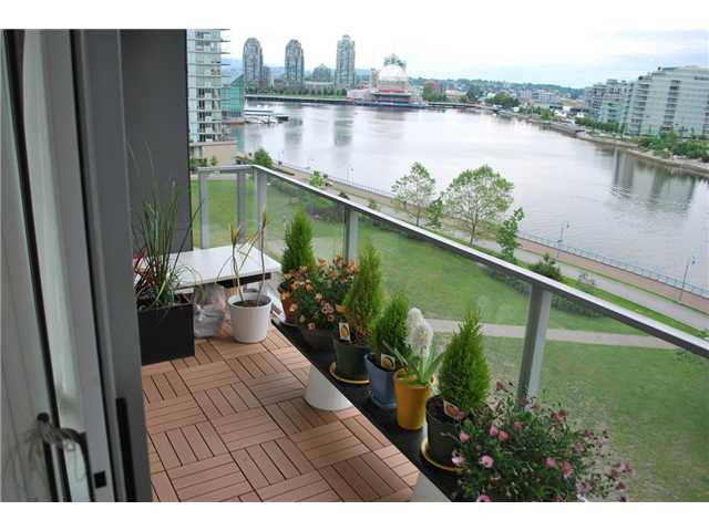 "Main Photo: 901 980 COOPERAGE Way in Vancouver: Yaletown Condo for sale in ""COOPER'S POINT"" (Vancouver West)  : MLS®# V909936"