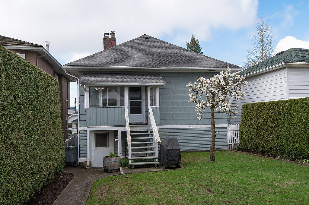 Photo 3: Photos: 8220 CARTIER Street in Vancouver: Marpole House for sale (Vancouver West)  : MLS®# V1113464