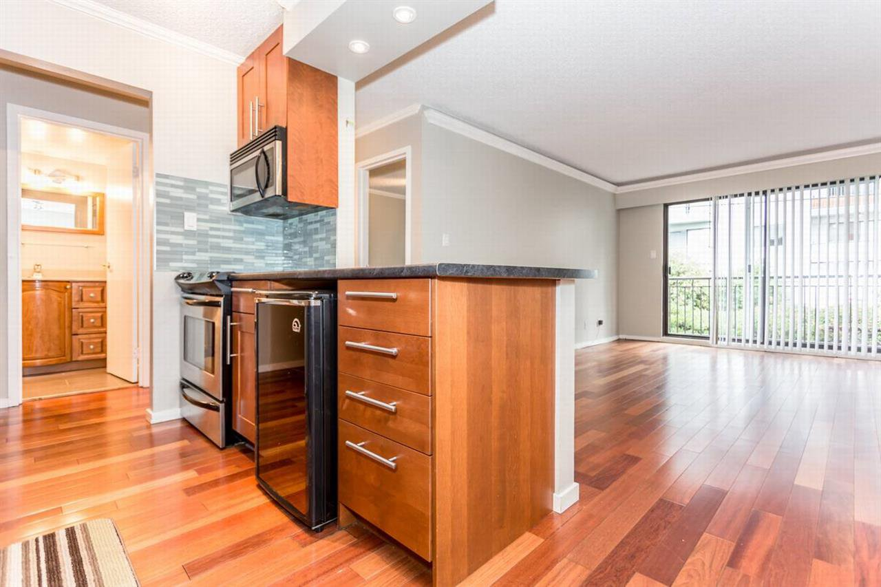 "Main Photo: 202 270 W 1ST Street in North Vancouver: Lower Lonsdale Condo for sale in ""DORSET MANOR"" : MLS®# R2113600"