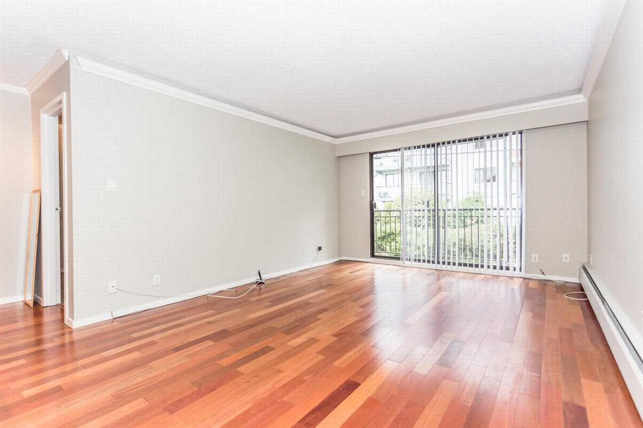 """Photo 2: Photos: 202 270 W 1ST Street in North Vancouver: Lower Lonsdale Condo for sale in """"DORSET MANOR"""" : MLS®# R2113600"""