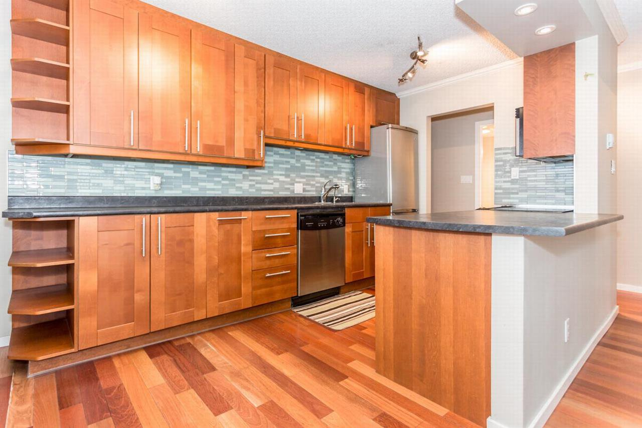 """Photo 5: Photos: 202 270 W 1ST Street in North Vancouver: Lower Lonsdale Condo for sale in """"DORSET MANOR"""" : MLS®# R2113600"""