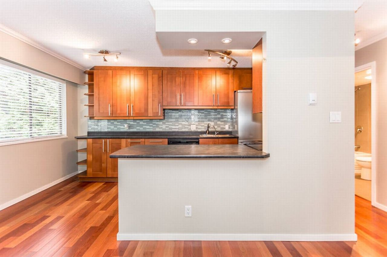 """Photo 10: Photos: 202 270 W 1ST Street in North Vancouver: Lower Lonsdale Condo for sale in """"DORSET MANOR"""" : MLS®# R2113600"""