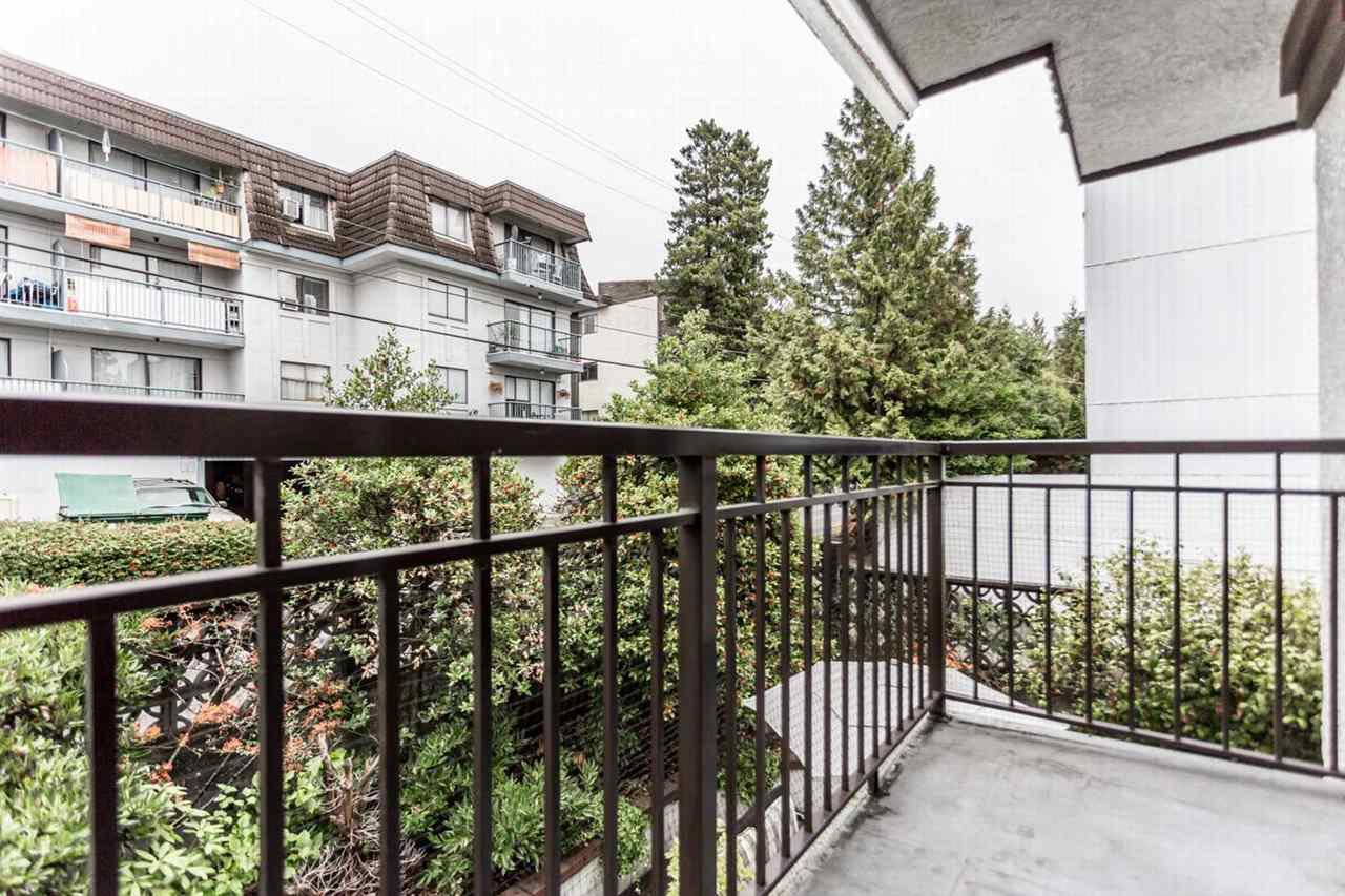 """Photo 12: Photos: 202 270 W 1ST Street in North Vancouver: Lower Lonsdale Condo for sale in """"DORSET MANOR"""" : MLS®# R2113600"""