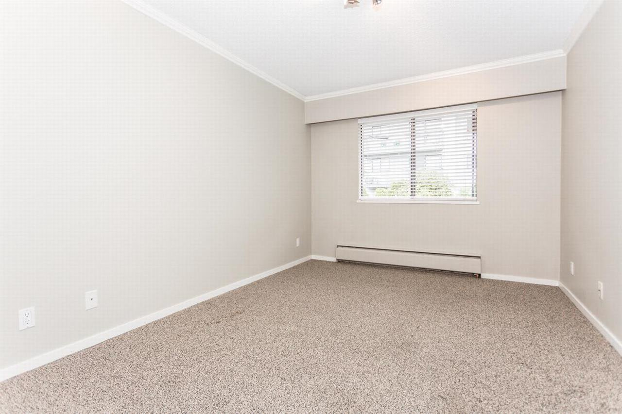 """Photo 6: Photos: 202 270 W 1ST Street in North Vancouver: Lower Lonsdale Condo for sale in """"DORSET MANOR"""" : MLS®# R2113600"""