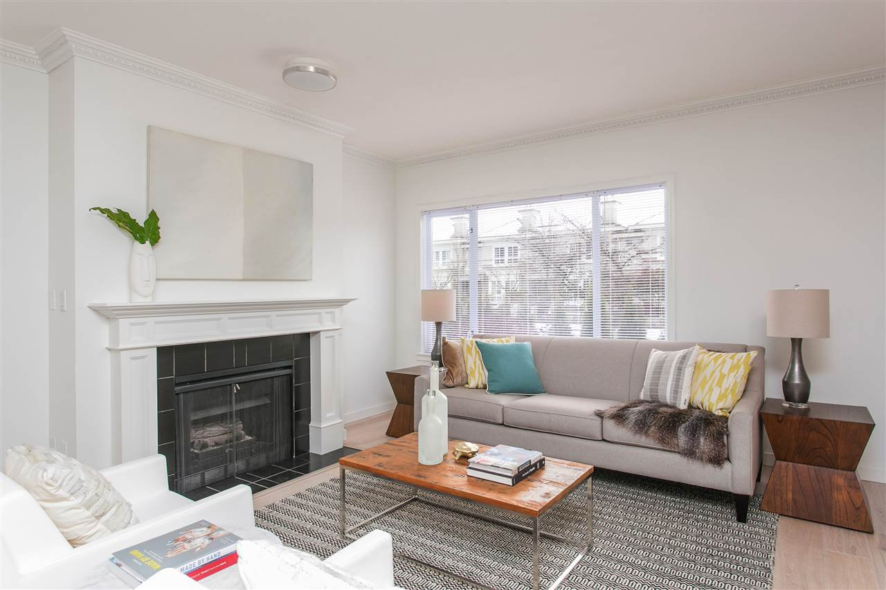 """Photo 2: Photos: 101 250 E 11TH Street in North Vancouver: Central Lonsdale Townhouse for sale in """"Easthill II"""" : MLS®# R2144633"""