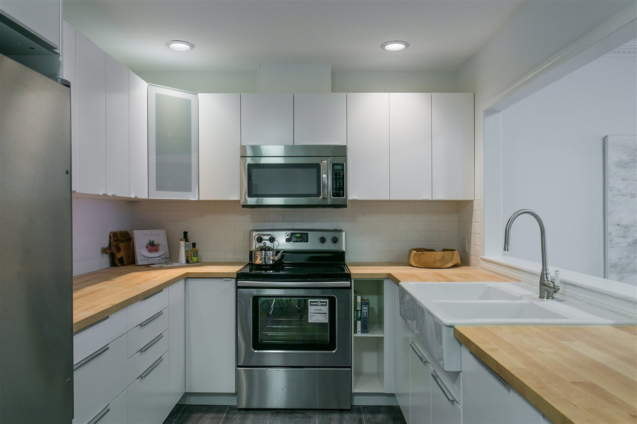 """Photo 7: Photos: 101 250 E 11TH Street in North Vancouver: Central Lonsdale Townhouse for sale in """"Easthill II"""" : MLS®# R2144633"""