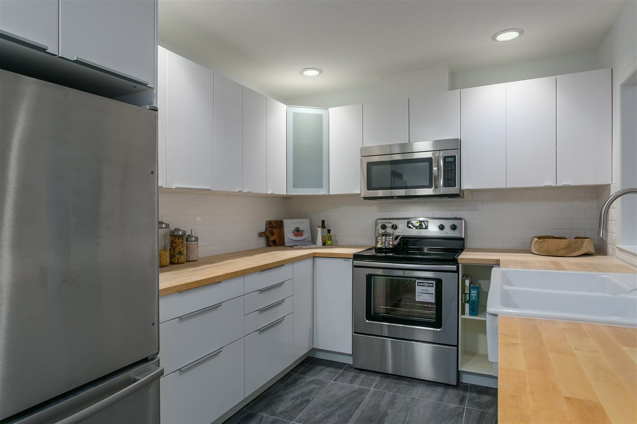 """Photo 8: Photos: 101 250 E 11TH Street in North Vancouver: Central Lonsdale Townhouse for sale in """"Easthill II"""" : MLS®# R2144633"""