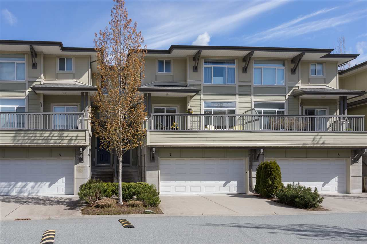 "Main Photo: 7 40632 GOVERNMENT Road in Squamish: Garibaldi Estates Townhouse for sale in ""Riverswalk"" : MLS®# R2160487"