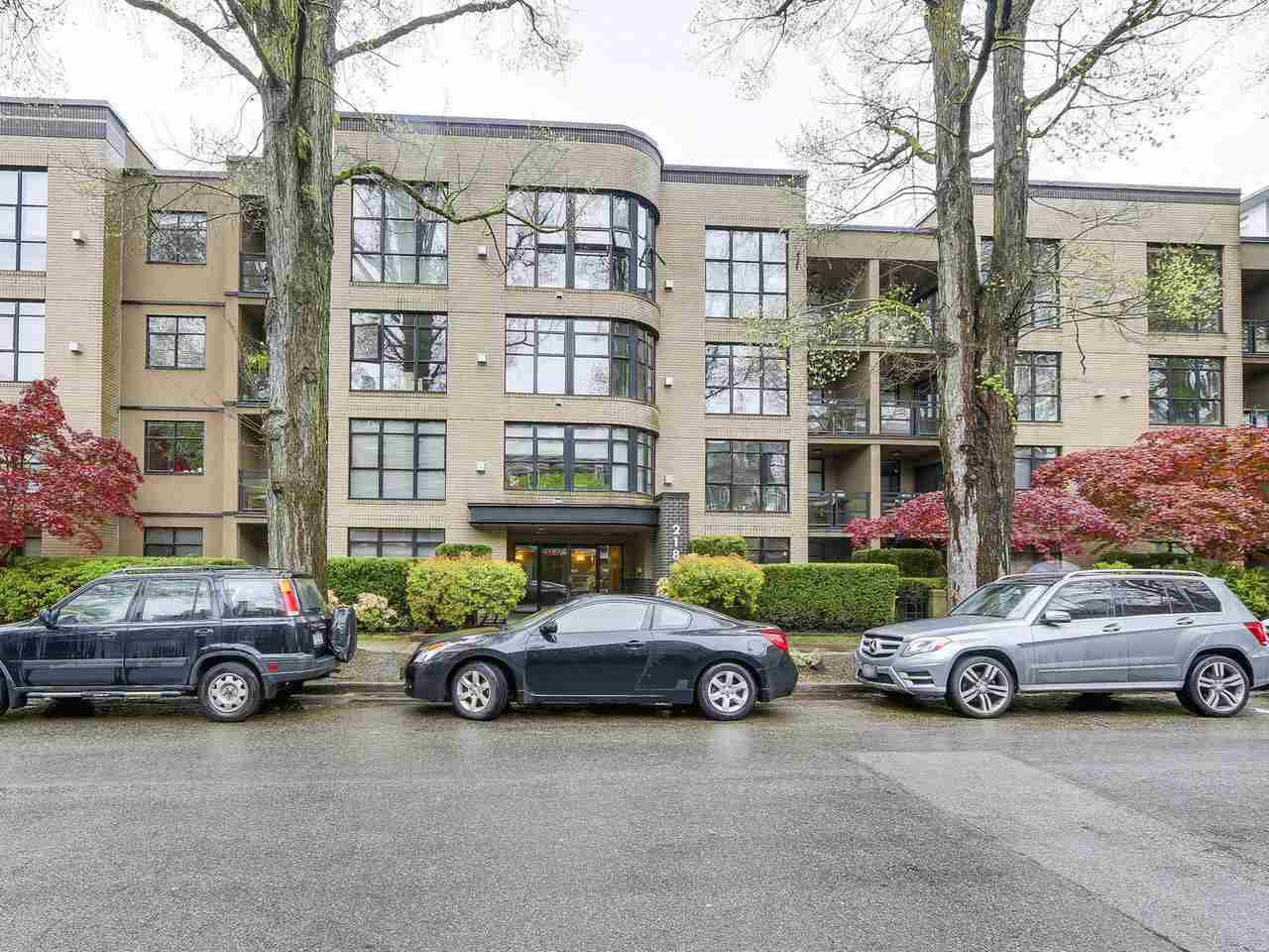 "Main Photo: 413 2181 W 10TH Avenue in Vancouver: Kitsilano Condo for sale in ""THE TENTH AVE"" (Vancouver West)  : MLS®# R2163577"