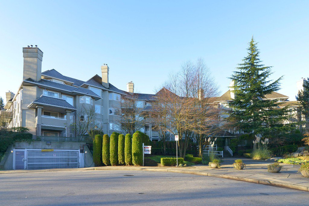 Main Photo: 406 3738 NORFOLK STREET: Condo for sale : MLS®# R2014068