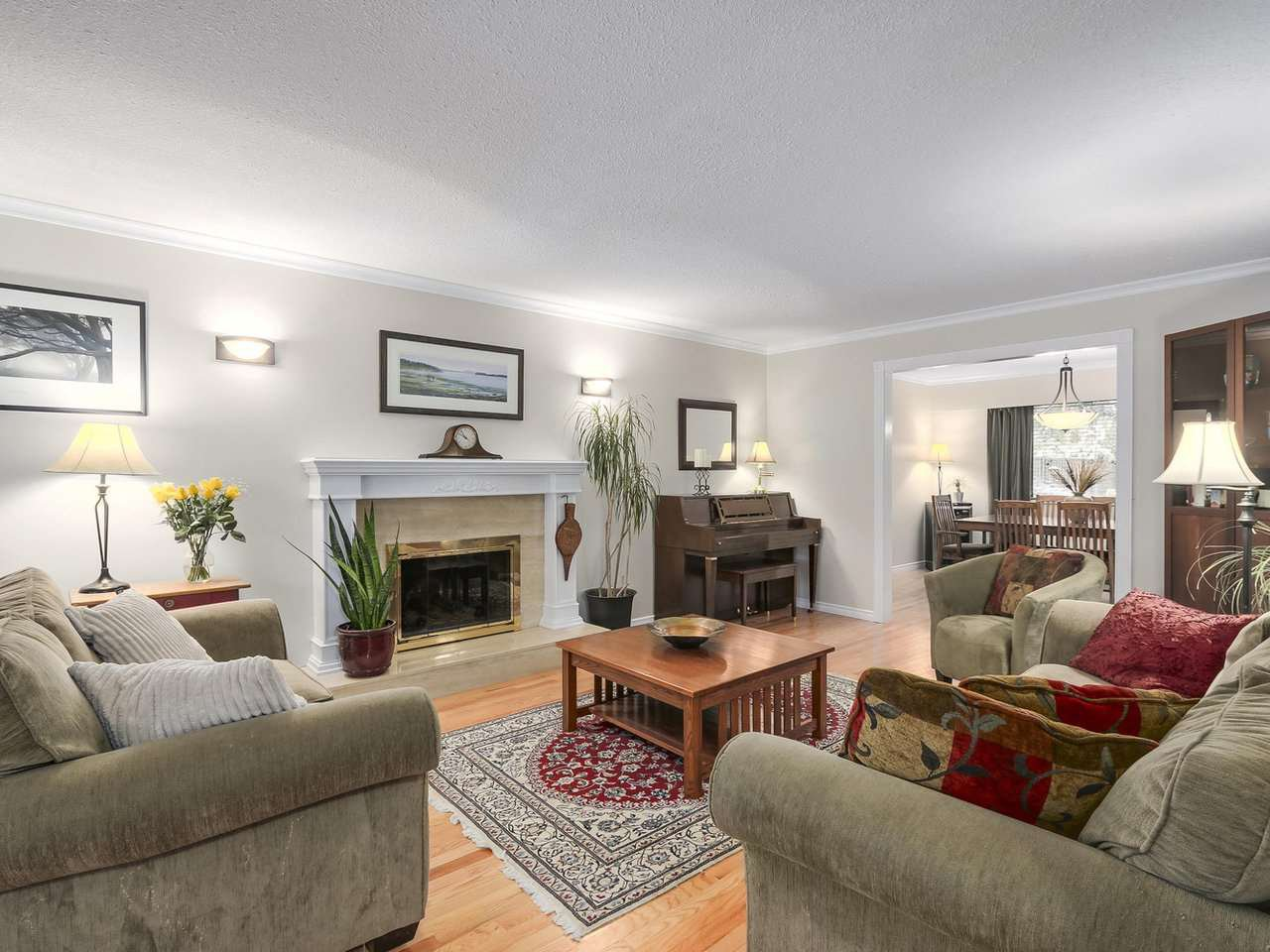 Photo 2: Photos: 887 KELVIN Street in Coquitlam: Harbour Chines House for sale : MLS®# R2240068