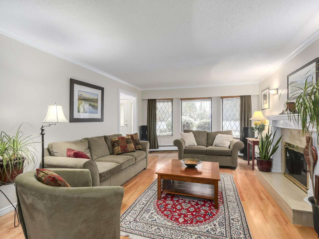 Photo 3: Photos: 887 KELVIN Street in Coquitlam: Harbour Chines House for sale : MLS®# R2240068