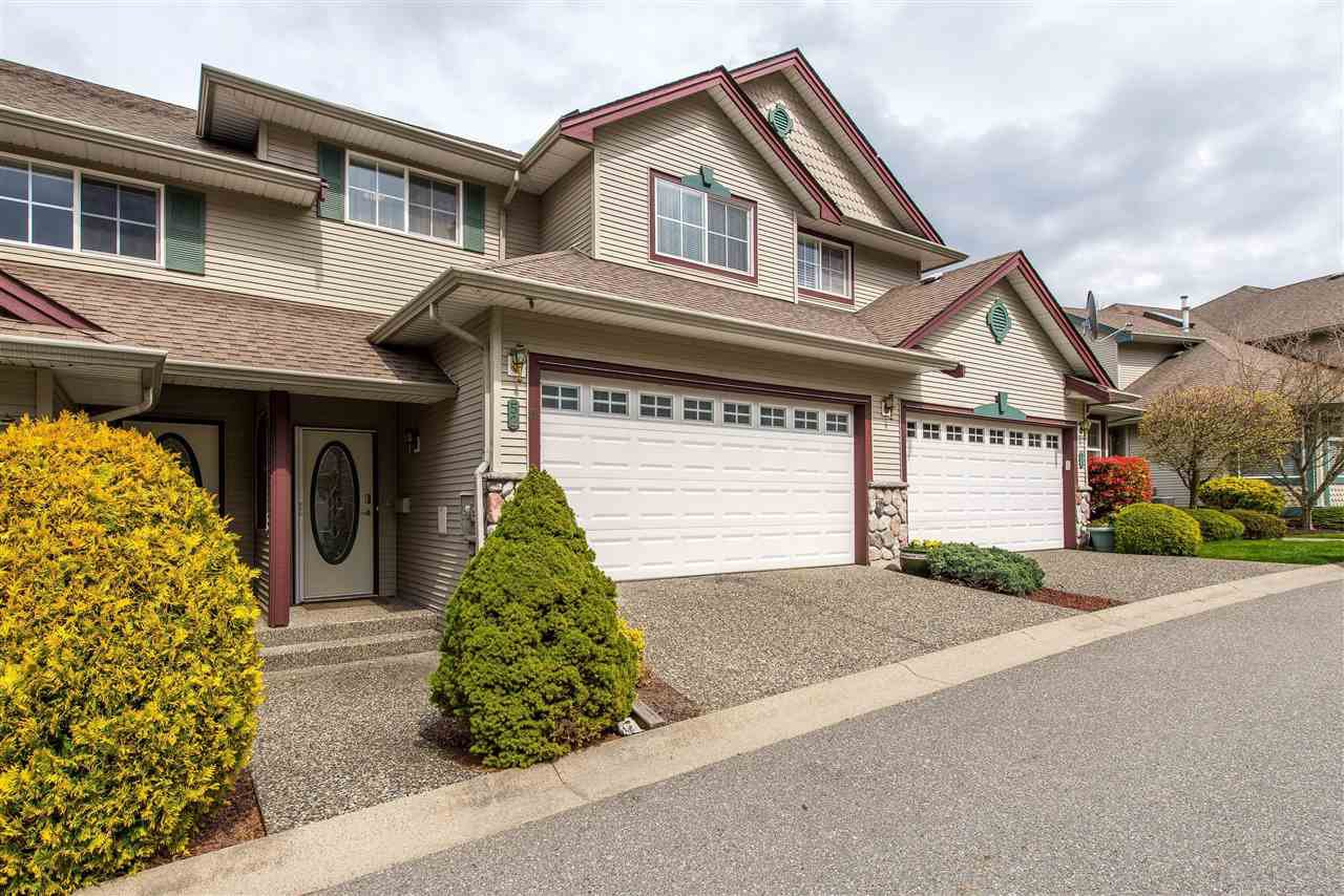 "Main Photo: 52 46360 VALLEYVIEW Road in Sardis: Promontory Townhouse for sale in ""APPLE CREEK"" : MLS®# R2358660"
