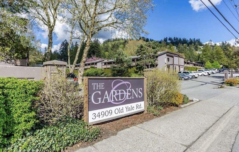 """Main Photo: 1616 34909 OLD YALE Road in Abbotsford: Abbotsford East Townhouse for sale in """"THE GARDENS"""" : MLS®# R2364265"""