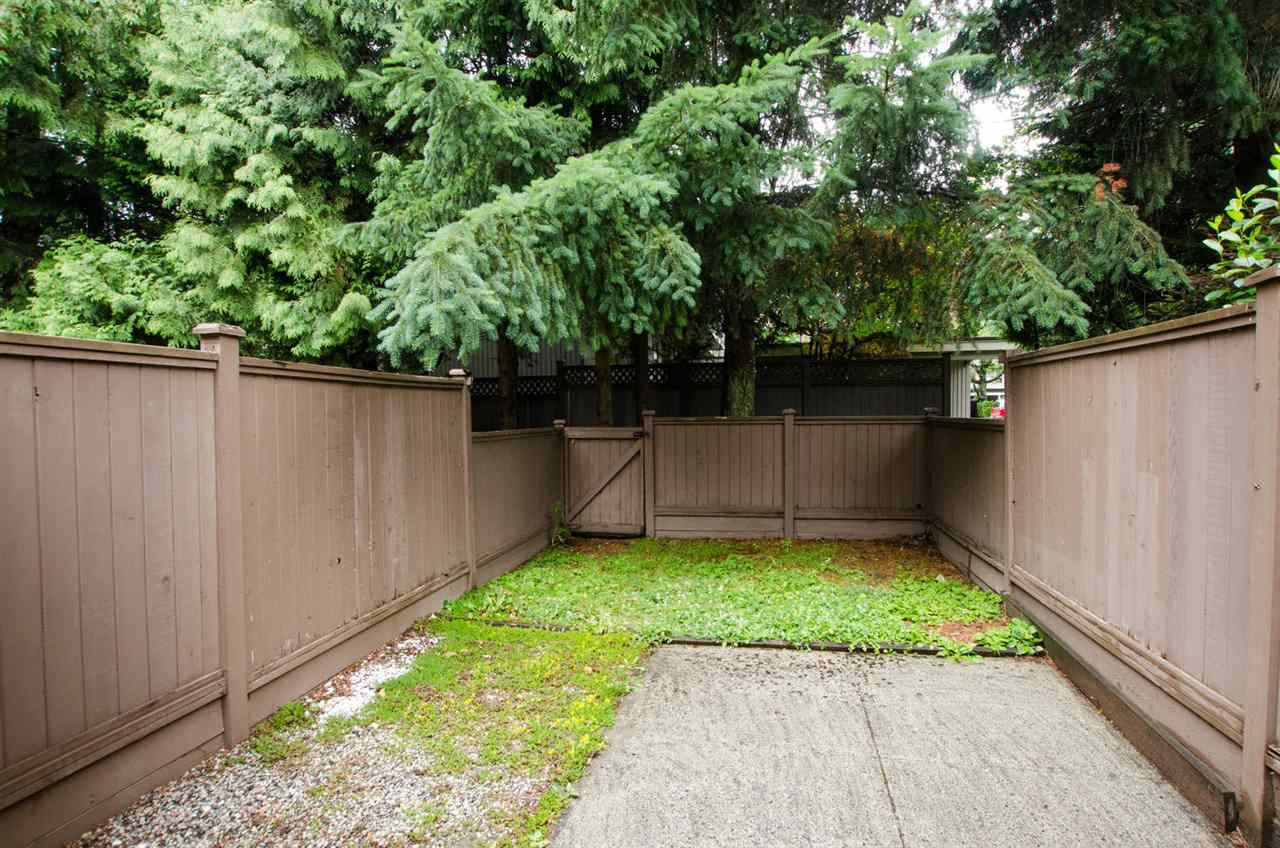 """Photo 14: Photos: 4721 DRIFTWOOD Place in Burnaby: Greentree Village Townhouse for sale in """"Greentree Village"""" (Burnaby South)  : MLS®# R2384919"""