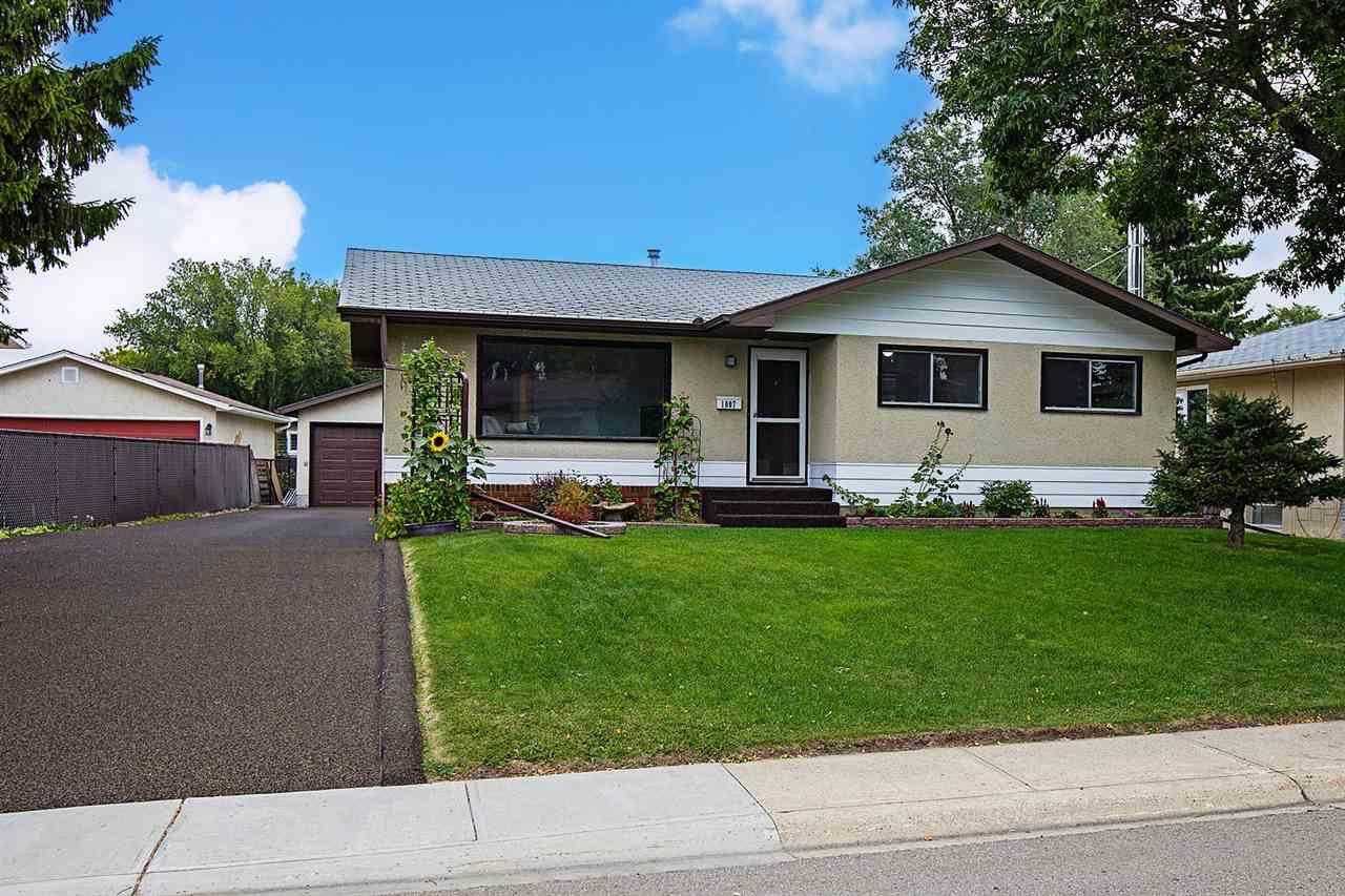 Main Photo: 1007 HAYTHORNE Road: Sherwood Park House for sale : MLS®# E4214360