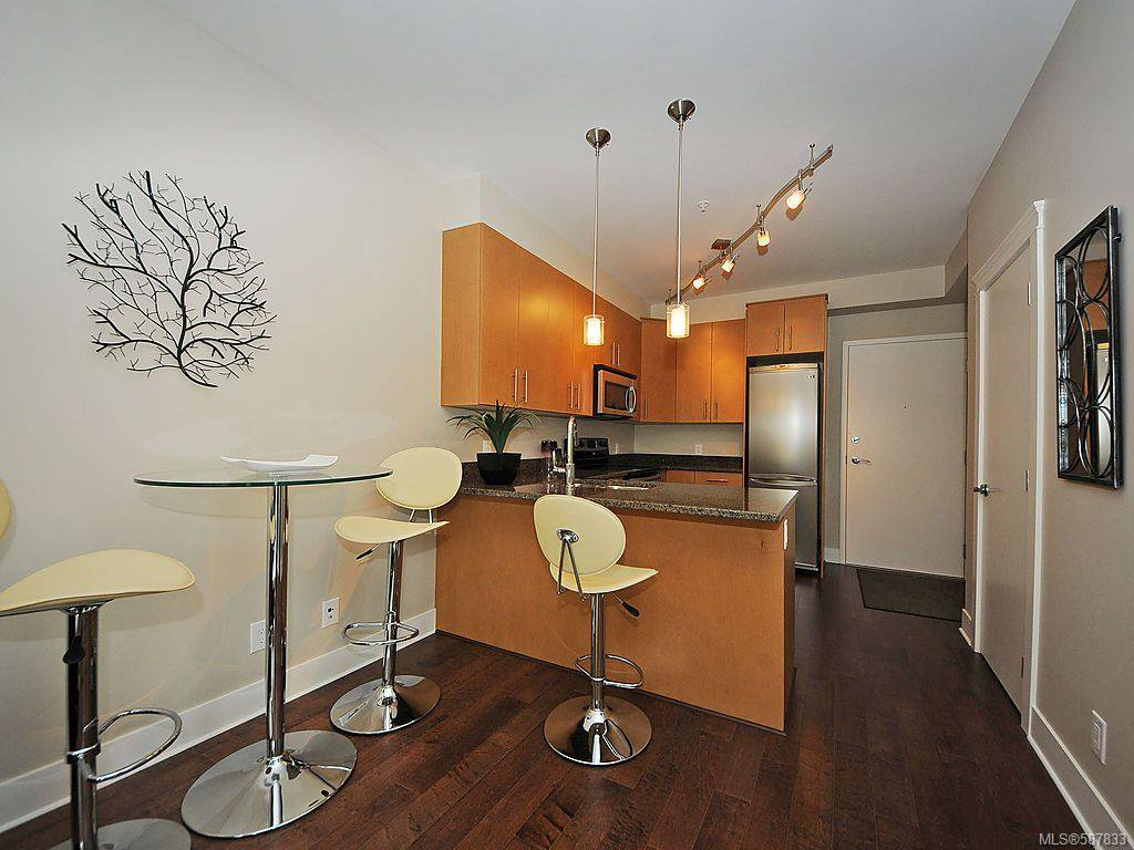 Main Photo: 102 21 Conard St in : VR Hospital Condo Apartment for sale (View Royal)  : MLS®# 587833