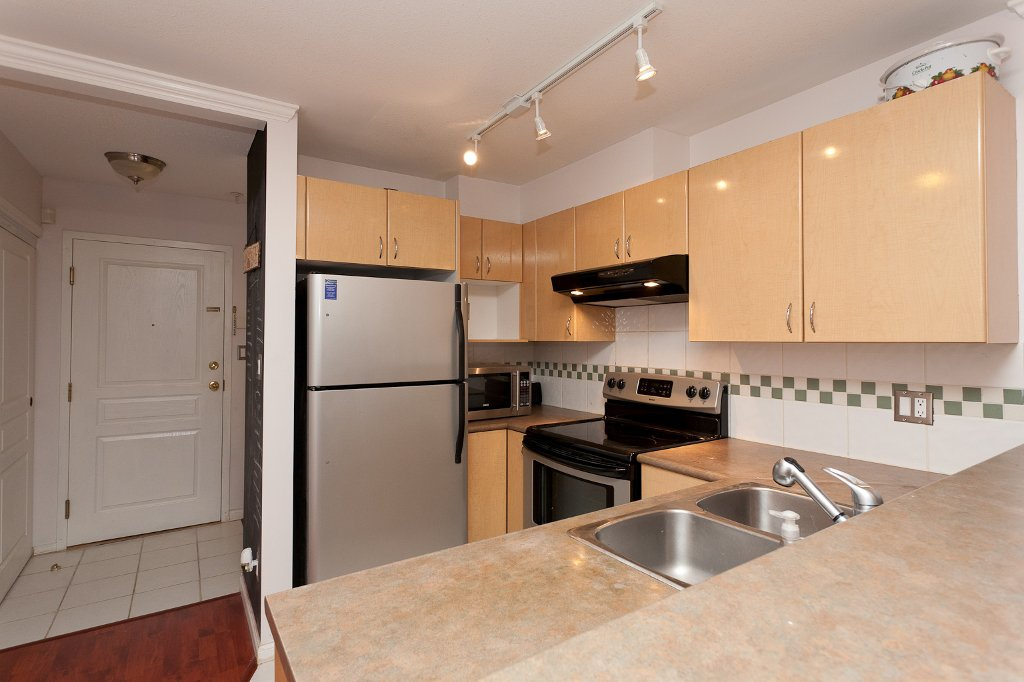 "Photo 5: Photos: 209 4989 DUCHESS Street in Vancouver: Collingwood VE Condo for sale in ""ROYAL TERRACE"" (Vancouver East)  : MLS®# V920881"