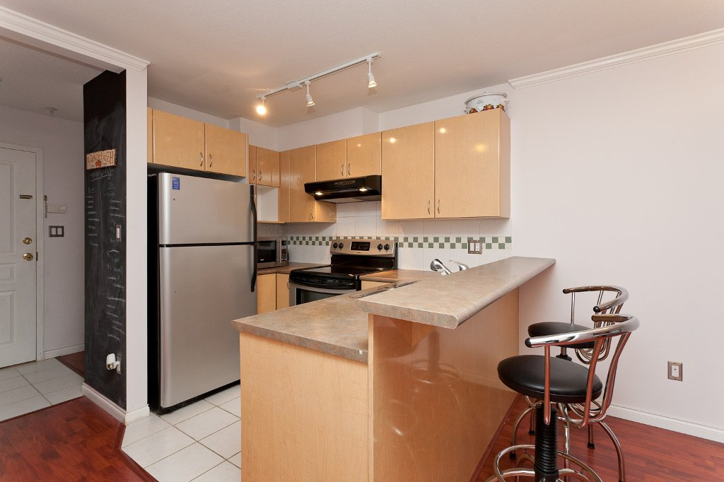 "Photo 4: Photos: 209 4989 DUCHESS Street in Vancouver: Collingwood VE Condo for sale in ""ROYAL TERRACE"" (Vancouver East)  : MLS®# V920881"
