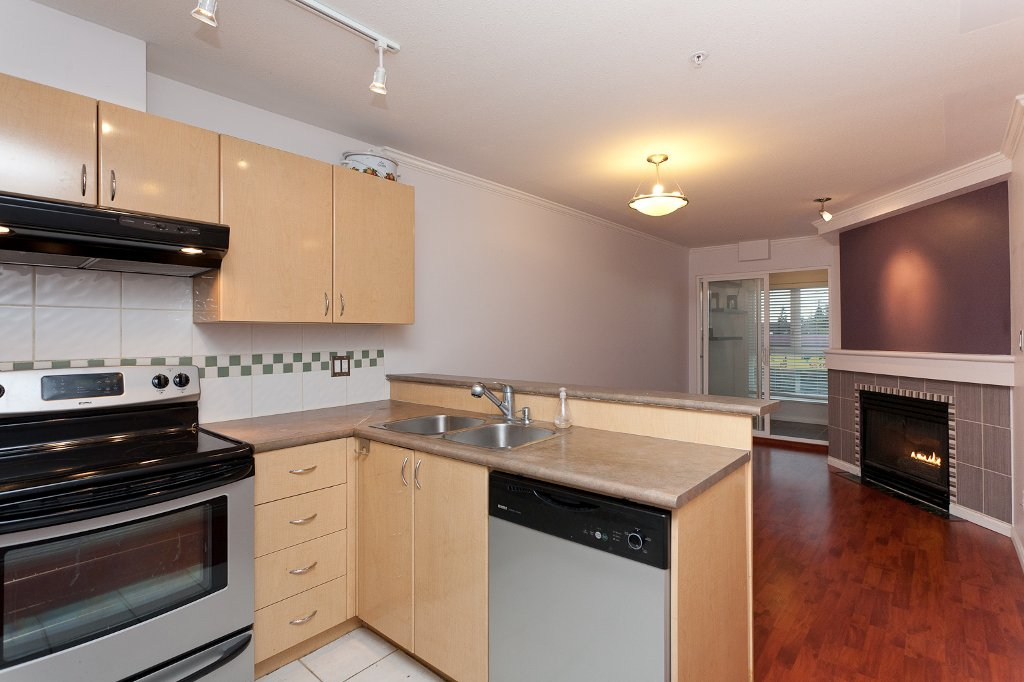 "Photo 3: Photos: 209 4989 DUCHESS Street in Vancouver: Collingwood VE Condo for sale in ""ROYAL TERRACE"" (Vancouver East)  : MLS®# V920881"