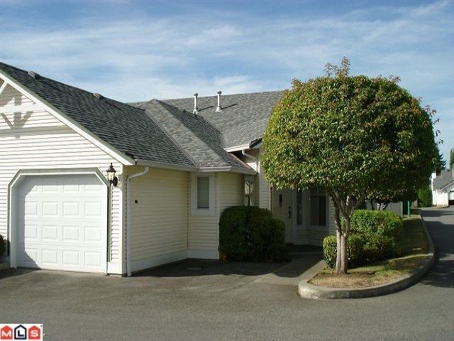 "Main Photo: 14 19649  53RD AV in Langley: Langley City Townhouse for sale in ""Huntsfield Green"" : MLS®# F1112524"