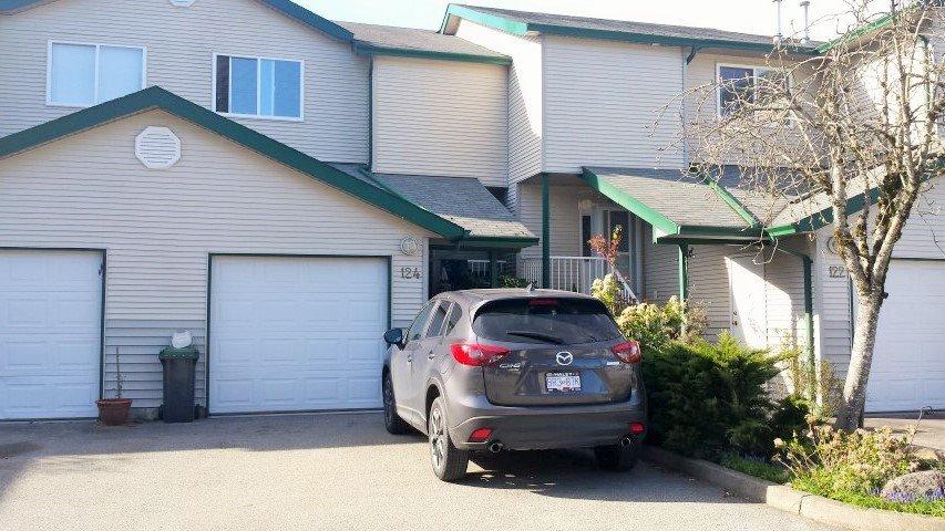 "Main Photo: 124 39920 GOVERNMENT Road in Squamish: Garibaldi Estates Townhouse for sale in ""SHANNON ESTATES"" : MLS®# R2050698"
