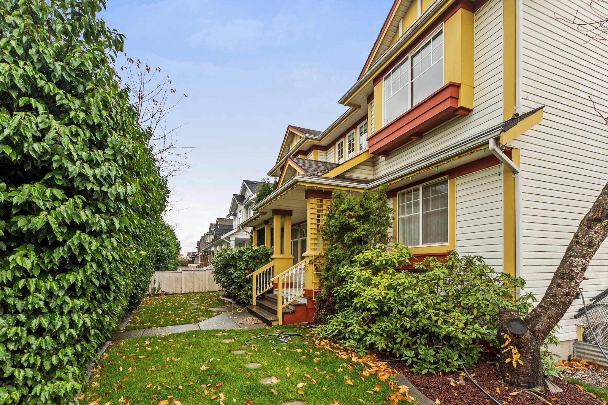 """Main Photo: 6510 184 Street in Surrey: Cloverdale BC House for sale in """"CLOVER VALLEY"""" (Cloverdale)  : MLS®# R2222955"""