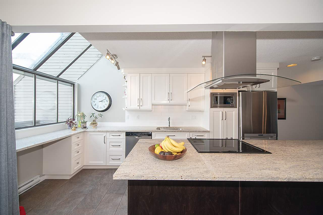 Main Photo: 2020 CHESTERFIELD Avenue in North Vancouver: Central Lonsdale Townhouse for sale : MLS®# R2274429