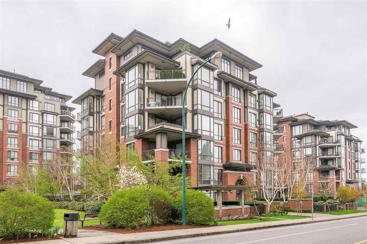 "Main Photo: 204 1580 MARTIN Street in Surrey: White Rock Condo for sale in ""Sussex House"" (South Surrey White Rock)  : MLS®# R2357775"